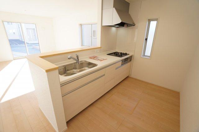 対面式のキッチンでご家族とコミュニケーションをとりながらお料理できますよ。