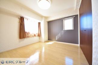 洋室が3室あり角部屋ですので、,日当り採光・通風ともに良好です。
