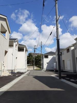 新しい家々と緑が美しい街並み。新生活のスタートにピッタリな環境です