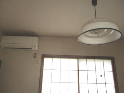 照明とエアコン付いています。
