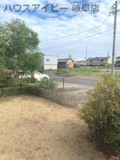 岐阜市川部 中古住宅 築12年 土間スペース+蔵+ロフト付きの2LDK! 敷地広々57坪 お車スペース並列3台以上可能! 南にお庭スペースもあります。収納多い インナーバルコニー付き