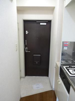倉澤ビル 玄関横には奥行きのある物入れとシューズボックスがあります