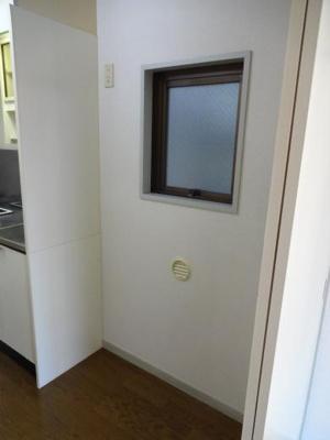 倉澤ビル キッチン横の冷蔵庫置き場