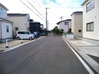 前面道路は6.5mの公道と5mの私道です。