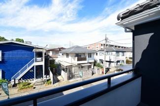 周辺は低層住宅が立ち並ぶ静かな住環境です。