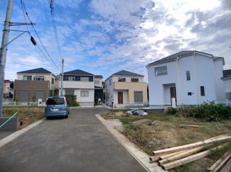 第1種中高層住居専用地域の閑静な住宅街で生活環境良好です。
