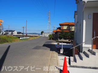岐阜市菅生 新築戸建て♪車2台駐車OK!前面道路含む現地写真です