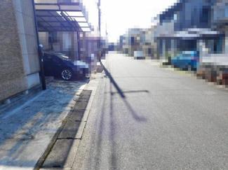 【前面道路含む現地写真】近江八幡市若葉町4丁目 中古戸建