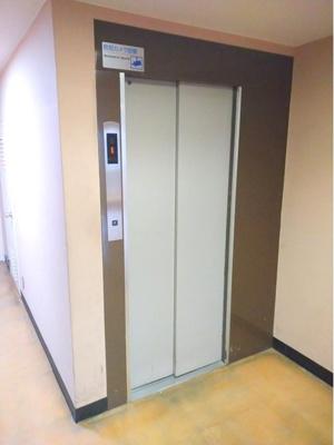エレベーター付きで、お荷物がたくさんある時にも便利ですね。