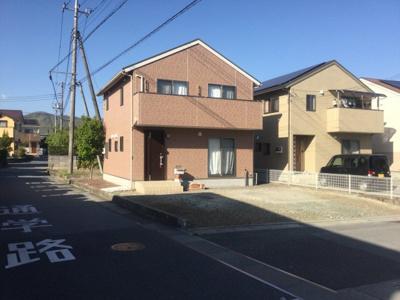 【外観】甲斐市大下条南西角地中古住宅。