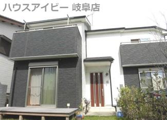 瑞穂市本田 中古住宅 築6年 お車スペース並列3台可能! 広いお庭が特徴です。