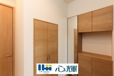 収納部分を多く採用し、スッキリとした広さを確保出来ました。ゲストを迎え入れても安心の空間です。