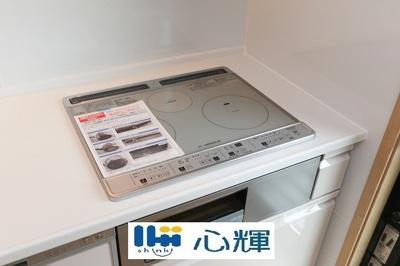 ガスコンロ(都市ガス用)です。汚れをサッとふき取れる天板を採用。お掃除もしやすいです。