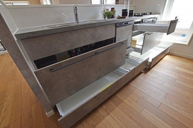 豊富な収納量で散らかりがちなキッチン回りもスッキリできそうです。