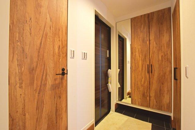 十分なスペースが設けられている玄関にはシューズクロークもございますので収納力抜群です。