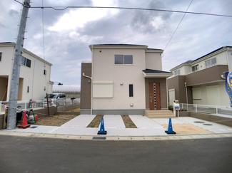 敷地は約49.9坪から約67.9坪で建物は述べ約28.9坪から34.5坪の4LDK~5LDKとお好きな間取りが選べます。