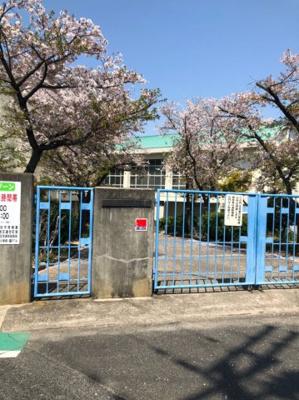 八木南小学校まで徒歩9分(約657m)です。