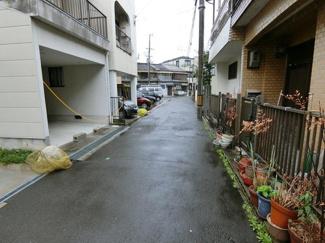 閑静な住宅街で交通量少なくお子様も安心です!!