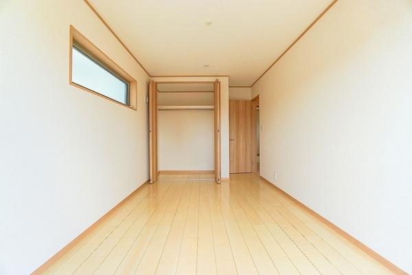 各お部屋には収納を完備しております! 収納があるとお部屋も広く使えて助かりますね!