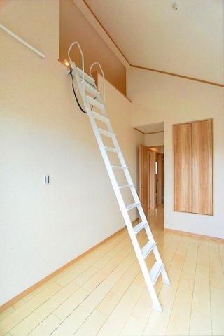 主寝室ともお使いいただける7帖洋室には、 ロフトも完備しております♪