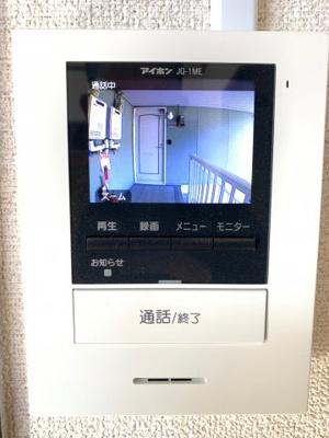 モニター付ドアホンで防犯面も安心です♪