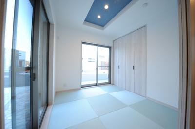 クロワールで新築のご用命承ります 当社施工例 和室 モダンなスクエア畳は、カラーバリエーションも豊富です
