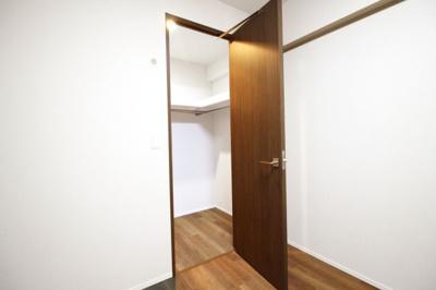 《浴室暖房乾燥機》は乾かなかった洗濯物もその日のうちに乾かせます。寒い季節でも浴室を暖房で暖かくしてから入れます。