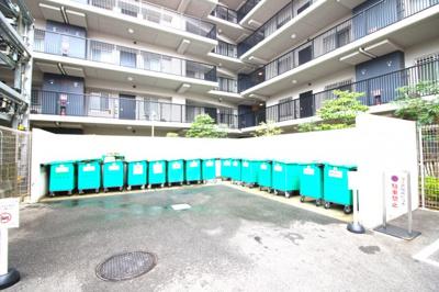 駐車場・駐輪場・バイク置き場も完備されております。駐車場等の空き状況は、お気軽にお問合せ下さい。