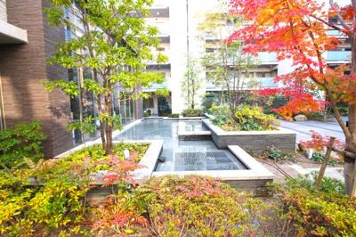 《駐輪場使用料:100~300円/月》《バイク置き場:2000~4000円/月》空き状況はお気軽にお問合せ下さい。