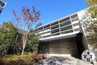 ご家族が集まるリビングは床暖房があり、寒い季節も暖かく快適にお過ごしいただけます。