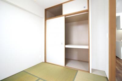 キッチンは使い勝手の良いL字型キッチンです。対面式なので、ご家族の様子を見守りながら楽しく家事が出来ますね。
