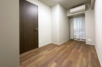 洋室は2部屋あります。どちらのお部屋にも収納は完備されています。