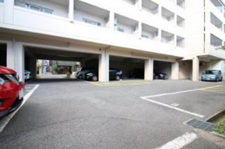 【駐車場】シュトラーセ・イズミ