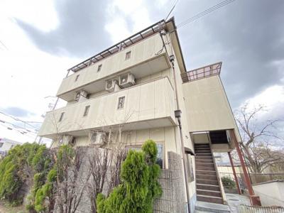 3階建のマンションです。