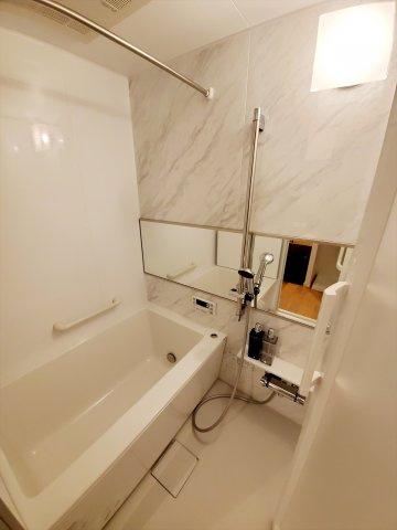 浴室乾燥機つきの新品ユニットバス 雨の日のお洗濯に活躍するのはもちろん、浴室をいつもカラリと乾燥させられるのでカビ対策にも効果大!