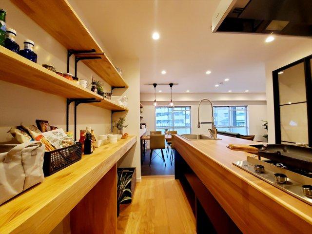 カフェ風なキッチンです! 収納も多く楽しくお料理ができます
