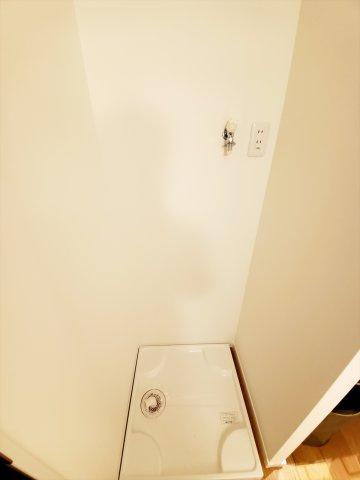 洗濯機置き場の上部のスペースには洗剤等を置く棚の設置がおすすめです!リフォームもご相談下さい♪