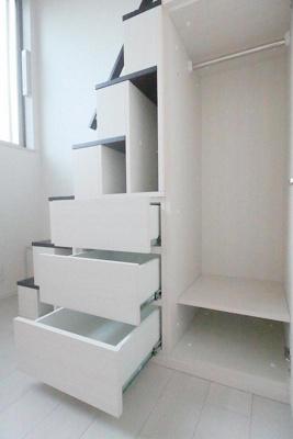 ハーモニーテラス西尾久の収納付き階段☆