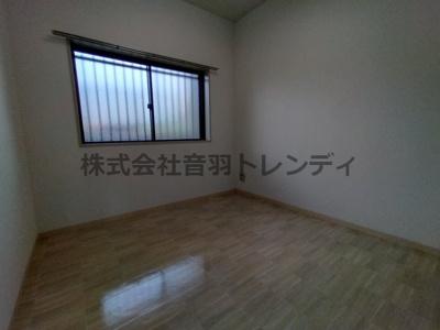 個人の部屋や寝室として使えるきれいな洋室♪