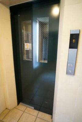 エレベーター有。