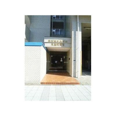 周辺には商業施設が多数あり、暮らしやすい環境です。