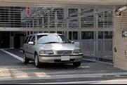 敷地内駐車場有。