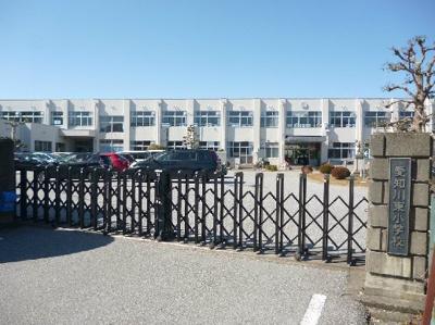 愛荘町立愛知川東小学校(343m)