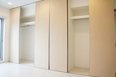 リブリ・シャルマンの洋室
