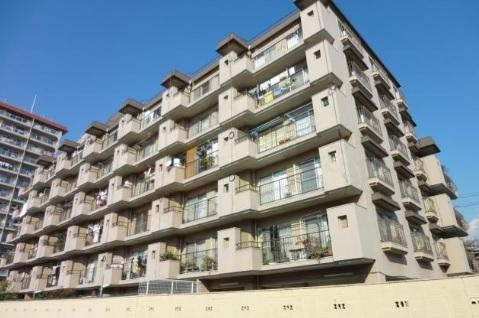 【現地写真】 鉄骨鉄筋コンクリート造の 42戸の大型マンション♪