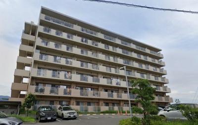 【現地写真】   鉄筋コンクリート造の 178戸の大型マンション♪