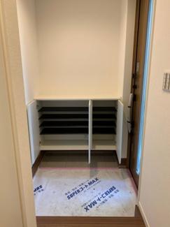 シューズBOX上は棚になっているので玄関を自分好みにインテリアできます。