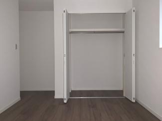 1階洋室のクローゼットは十分な大きさ!