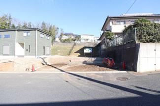 残り1区画の右側の土地です。 左側には先に建築中の2区画分譲地です。
