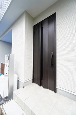 【玄関】小学校が近い新築戸建て さいたま市第8南区太田窪